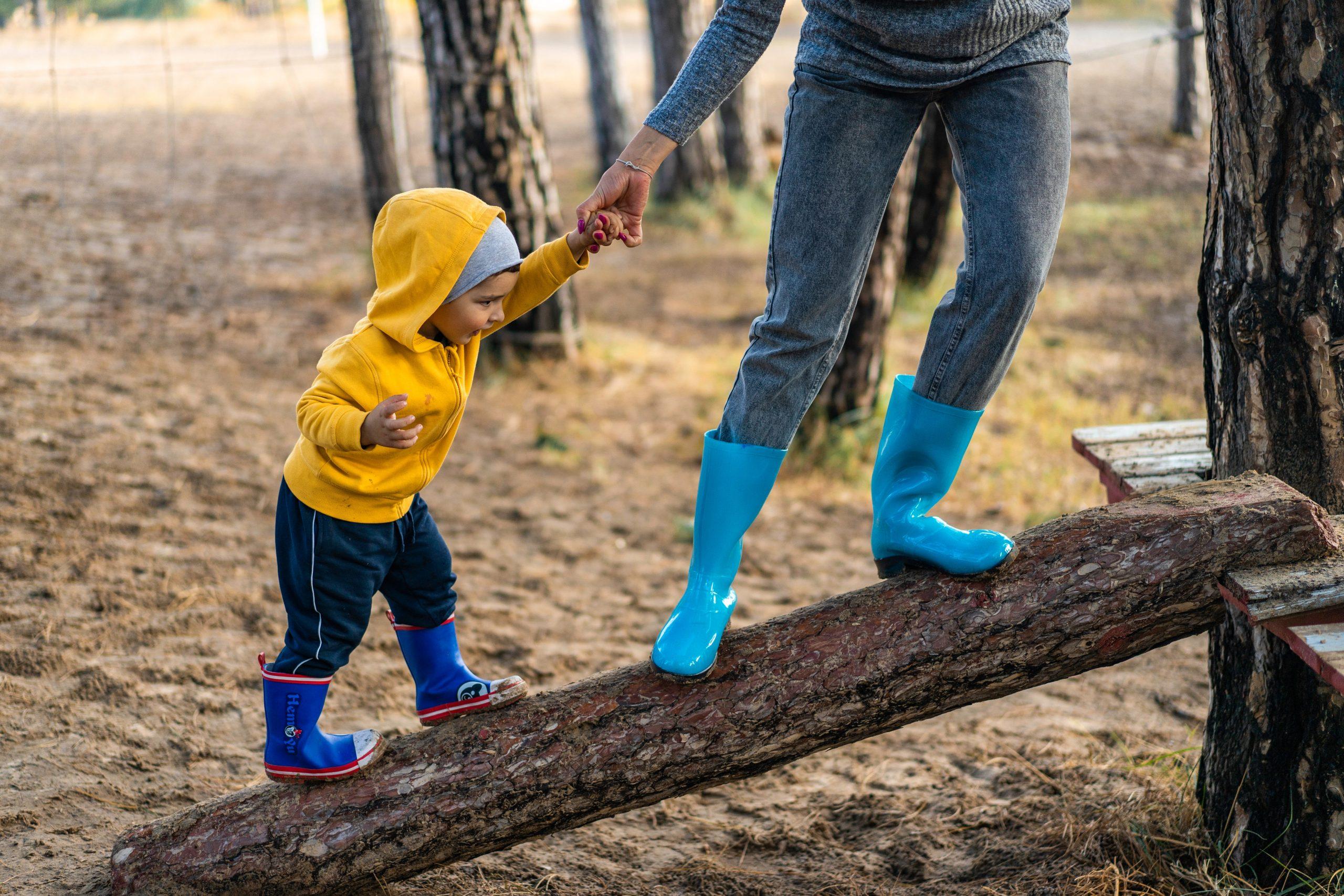 Szülői példamutatás, pozitív fegyelmezés, kötődő nevelés