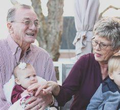 Miért nehéz otthon maradni az időseknek, legveszélyeztetettebb korosztálynak?
